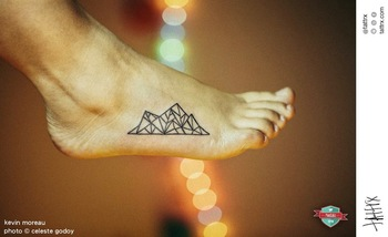 Kevin Moreau Tattoo - photo by Celeste Godoy - Montaña Geometrica / Geometric Mountain - http://tatt