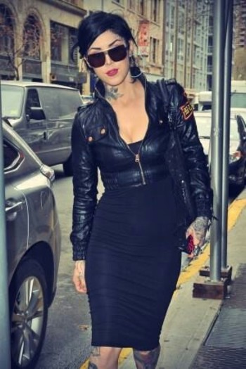 nice outfit even though im not that into her Kat Von D.