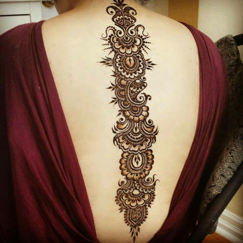 Beautiful flow of mehndi down the back original