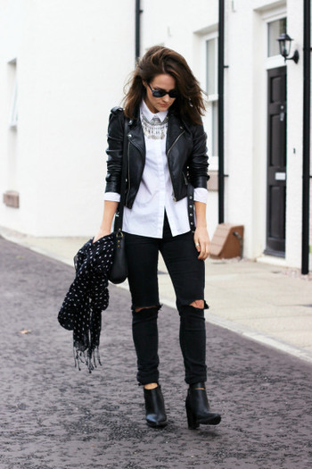 30 Outfits That'll Make You Want to Wear Black Ripped Jeans EveryDay
