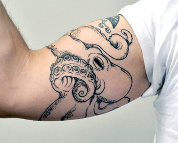 Sweeeeet octopus. If I had an occasion to be in Wisconsin I'd want this artist to do mine as well.
