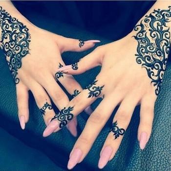 """*ZUKREAT*   ARTIST OF MAKEUP on Instagram: """"Gorgeous Henna design by @hennabarla, a very unique & creative pattern ❤ #ZUKREAT"""""""