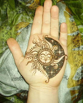 It says it is henna, however, it would make an awesome tattoo!
