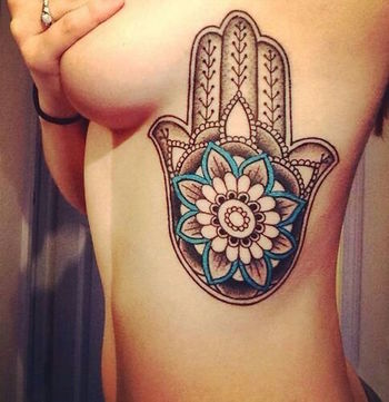 40 Sexiest Rib Tattoos for Girls