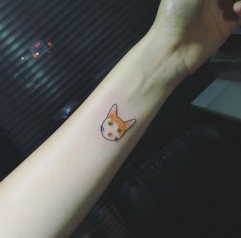 56 Cat tattoos that will make you want to get inked: Simple cat tattoo with color