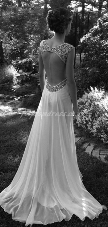 Gorgeous wedding dress!! Check out myvi.net/harmonytank to help your wedding day fitness