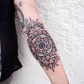 Jessica Kinzer cria tatuagens incrivelmente complexas ao usar ornamentos, mandalas e pontilhismo - Follow the Colours