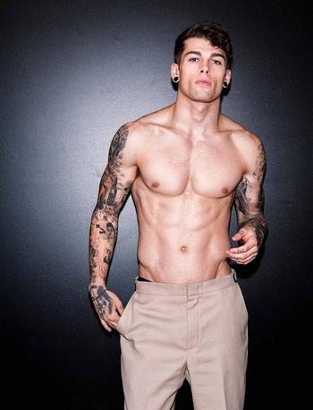 27 Hombres tatuados que te van a enamorar para siempre