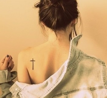28 Small Cross Tattoos for Girls | Tattoos Mob