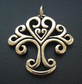 Hun Életfa - Harmónia jelkép. Az életfa legtetején a szív, a lélek trónol. Buja lombja, mint megannyi