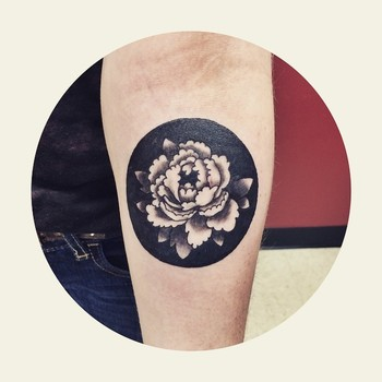 Such a fun walk in today! She said it was a 'negative space' tattoo. Reminded me of a shadow box.