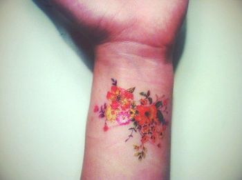 10 Beautiful Flower Tattoos for Your Wrist - Pretty Designs