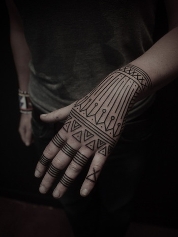 I like the simplicity of this tattoo style. It's very controlled and symmetrical so visually pleasing