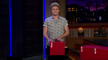 NIALLS FACE IS ADORABLE