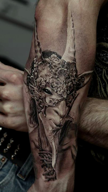 Dmitriy Samohin Most beautiful tattoo I've seen....