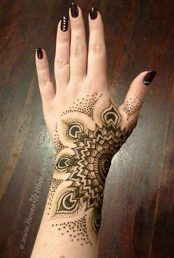 Peacock design henna tattoo....love this design@Charlotte Northcut #henna #tattoo @Charlotte Willner