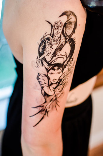 I like the composition of her with the raven and thorns and dragon. - Maleficent Temporary Tattoo by